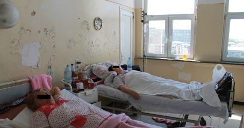 Sërish rrahje në spitalin e Tetovës  kësaj radhe mjeku sulmon pacientin