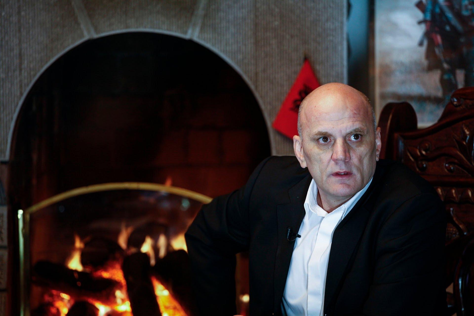 Alarmon Gani Geci  thotë se po rrezikohet nga disa persona me vetura me targa të Shqipërisë