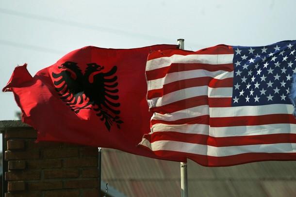 10 arsye pse shqiptarët duhet të duam Amerikën pa kushte